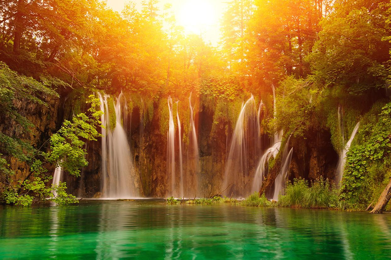 Tranh thác nước 3d phong thủy tuyệt đẹp: mã in TH-1531